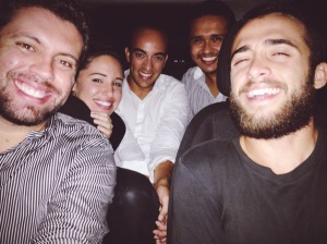 Com Tatati, Gabro, Dinan e Biel, esperando a chuva passar
